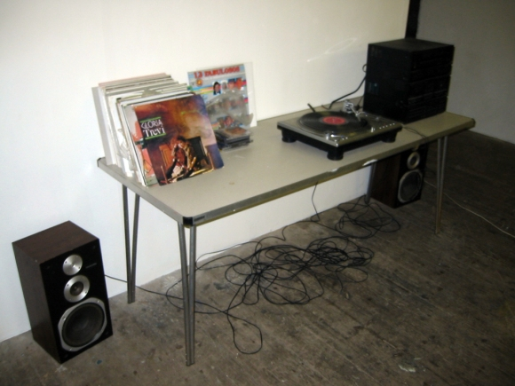 DJ table & vinyl collection