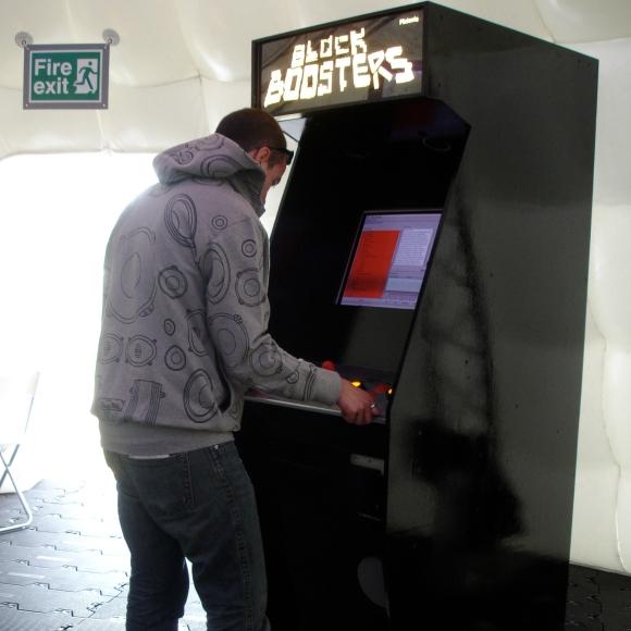 Platoniq - Blockboosters (arcade version)