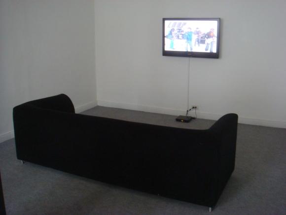 La TV Brilla en la Oscuridad @ Lugar A Dudas