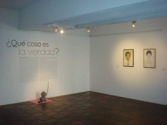 Juan Mejía — Sin Título (1997) / Mónica Restrepo — Retratos Institucionales del Instituto Departamental de Bellas Artes (2006)